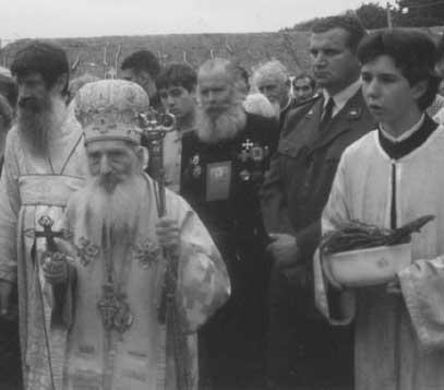 Патриаршее Богослужение. Впереди идет Его Святейшество Сербский Патриарх Павел